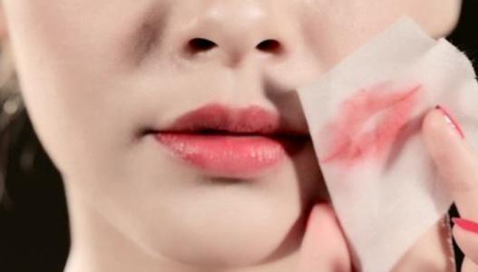 《【摩鑫娱乐总代理】不小心得唇炎?一文教你正确预防远离唇炎》